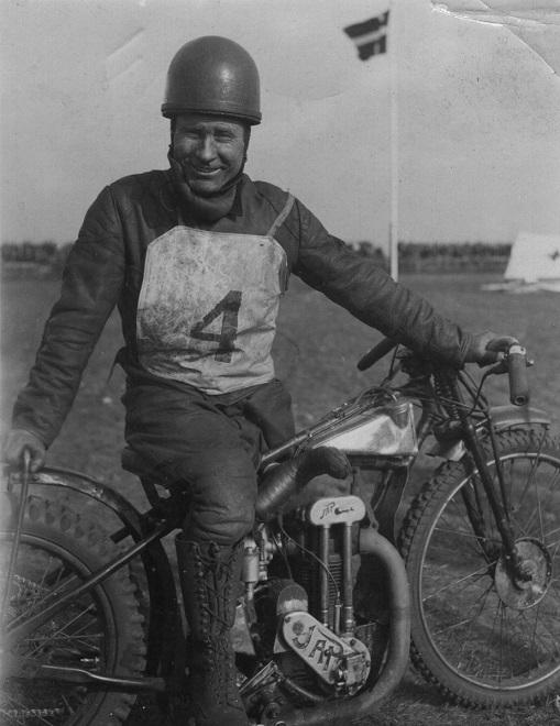 Kaj Hansen (Bugatti Kaj) med sin JAP.