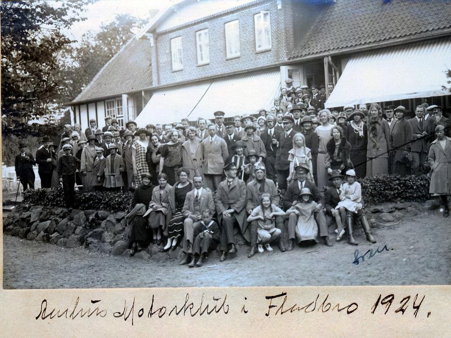 1924. Aarhus Motorklub i Fladbro. Sven Egdø v.pil