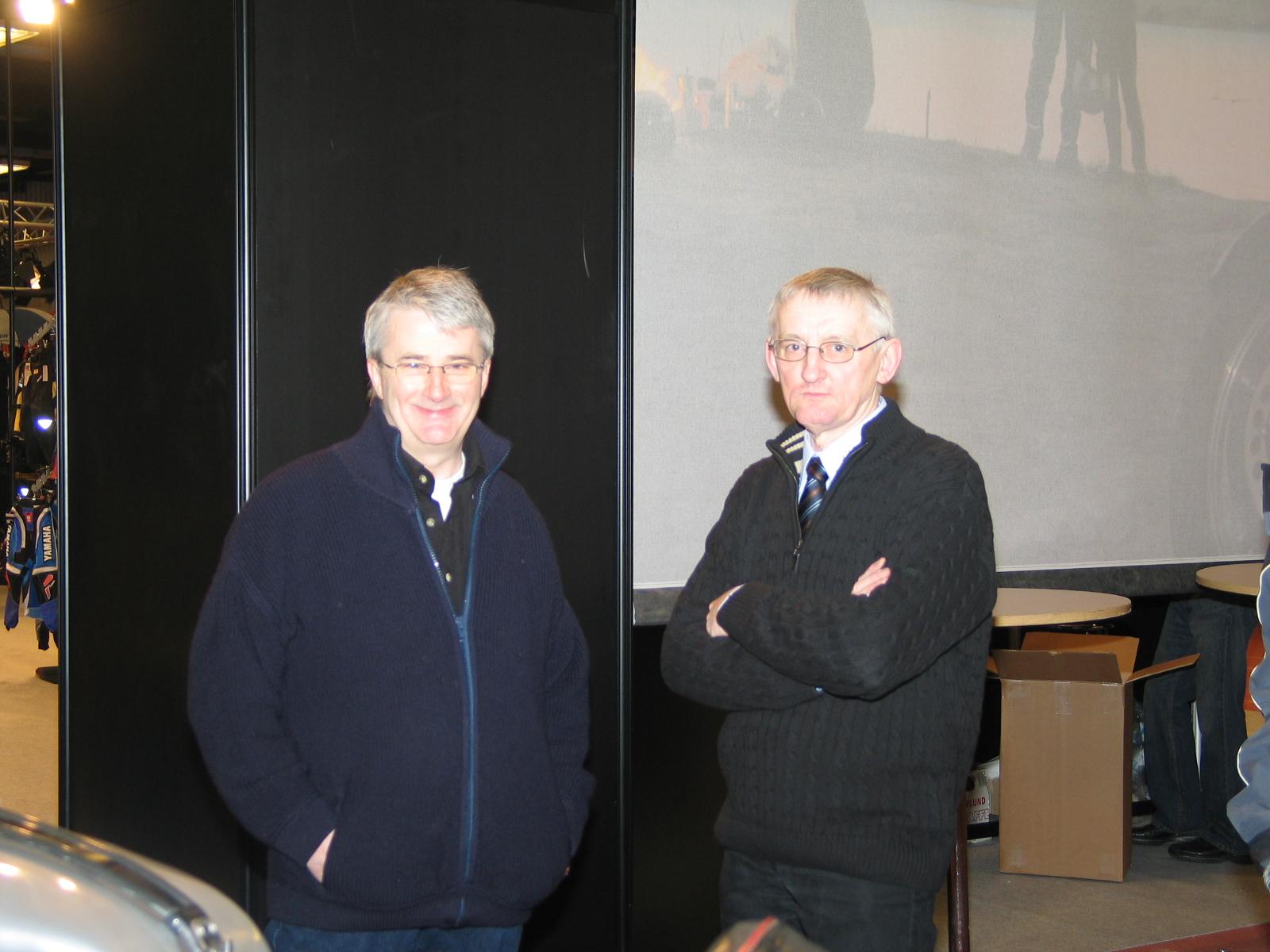 Niels Weiss og Krause får sig en snak.