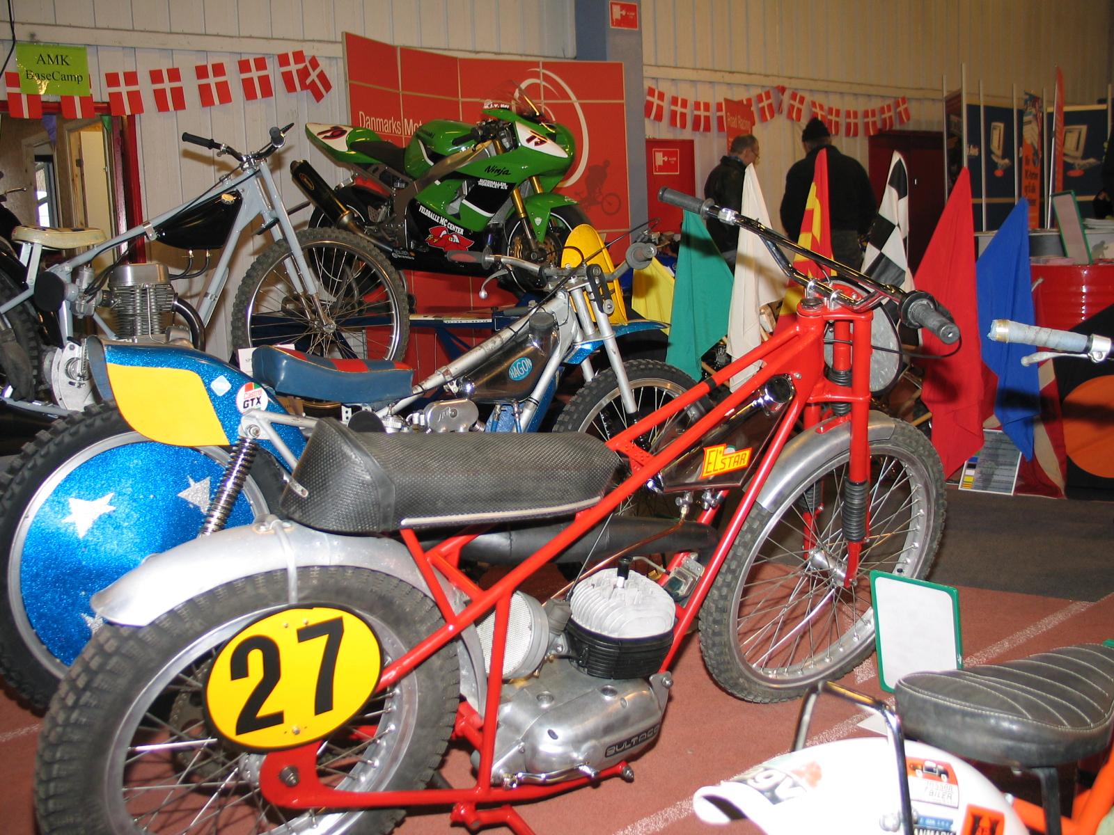 Lars Pedersens Bultaco havde fået en upshining til udstillingen.