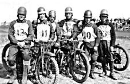 Der kørtes om Jydsk Mesterskab. I denne kamp deltog bl.a. fra venstre Hugo Bording, Carl Hansen, Knud P. Andersen, Gunnar Jensen og Bach Sørensen. Gunnar Jensen, Aarhus blev mester.
