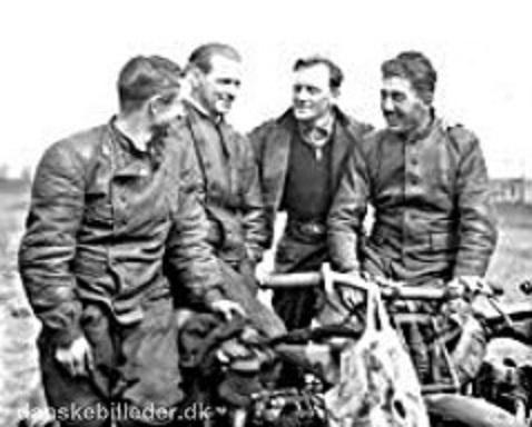 Hovednummeret i stævnet var en dansk-tysk match. Her ses fra venstre Rumrich, Hans Krons, Einar Knudsen og Morian.