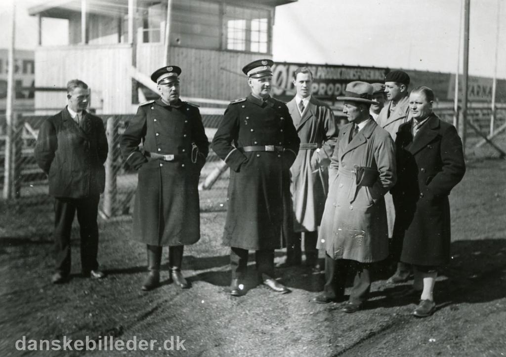 Inspektion på banen d. 27. marts 1933