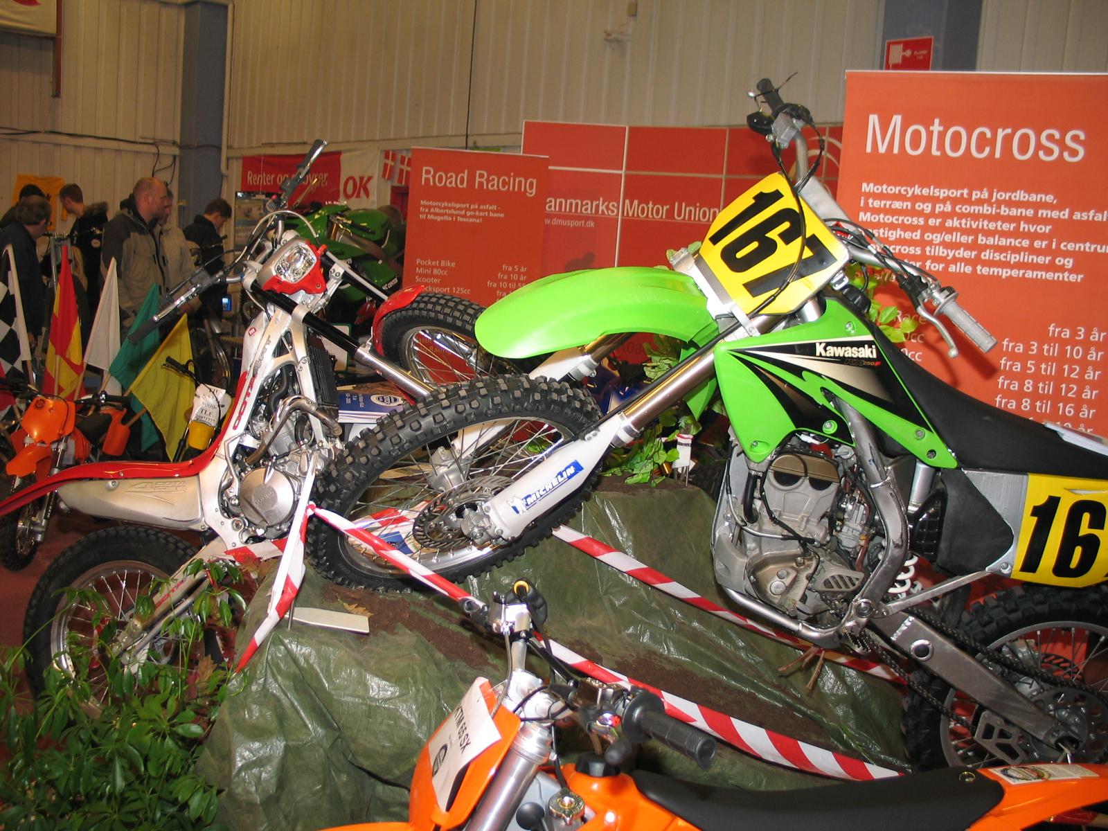 Moto-cross afdelingen.