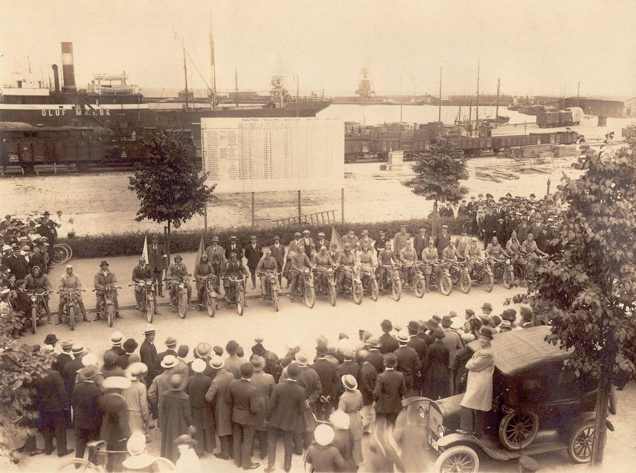 Vifteløbet havde samlingspunkt på Aarhus Havn. Bemærk Mærsk skibet i baggrunden
