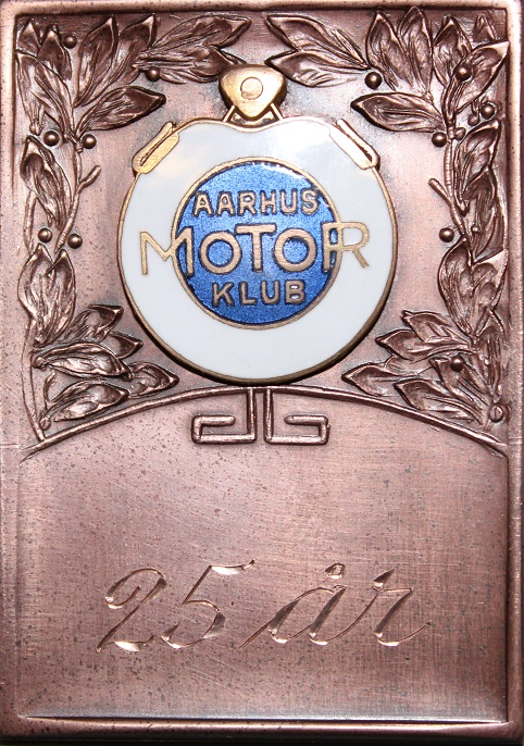 Erindringsplaquetten som blev uddelt til de fremmødte medlemmer, der havde mere end 25 års medlemskab.