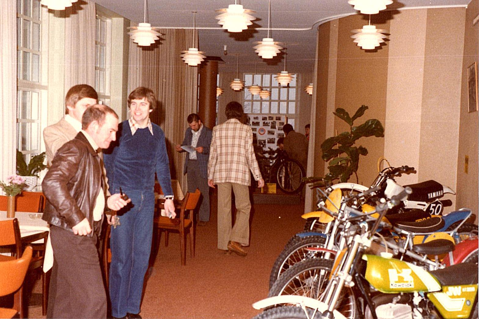 Vagn Kjær, Jørgen Svendsen (næsten skjult) og John Williams inspicerer