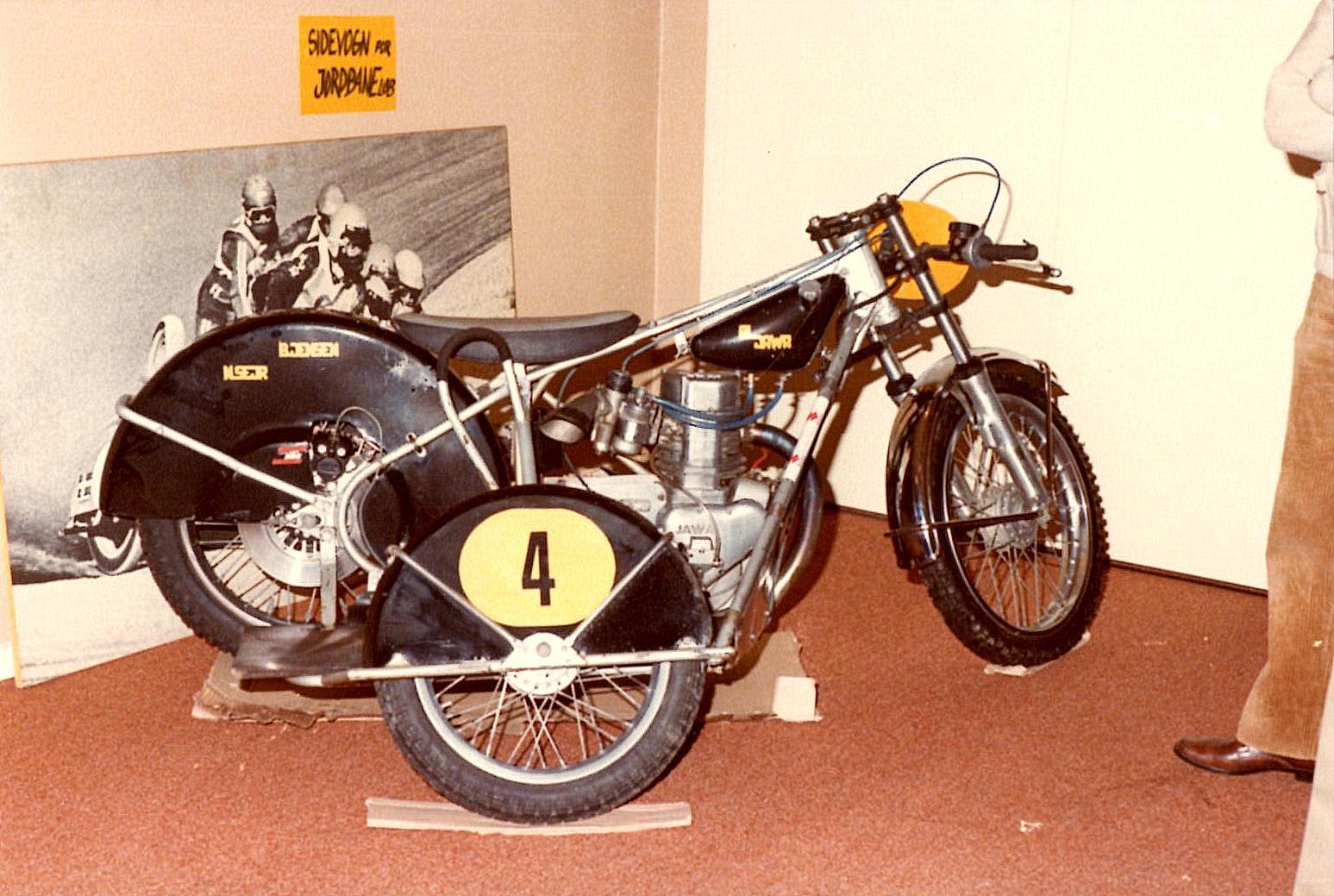 Bent Jensen og Niels Sejrs sidevognsracer med JAWA - Luckhurst motor.