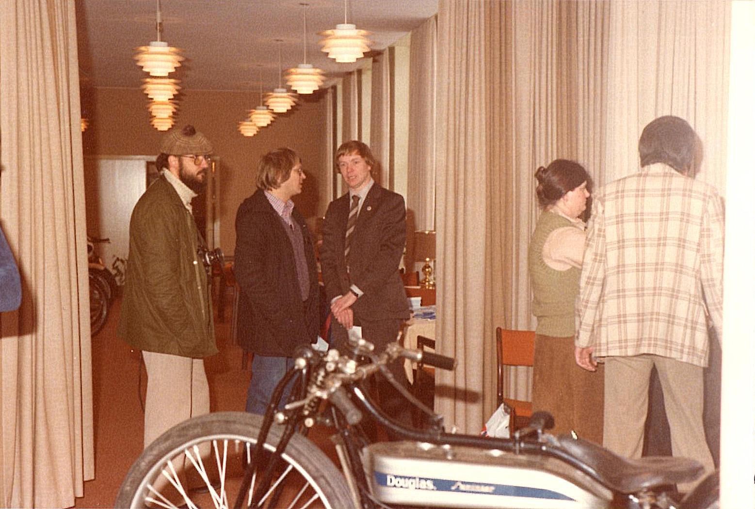 Formanden Lars Pedersen i interview med Helge Laursen. Margit og Gert Nøjsen til højre.