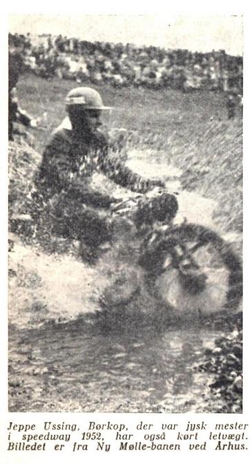 Motorbogen 1956 bragte dette billede fra 1951 løbet, hvor Jeppe Ussing blev nr. 2 i letvægtsklassen.