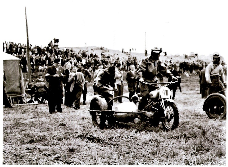 Willy Baasch ved starten i sidevognsklassen.