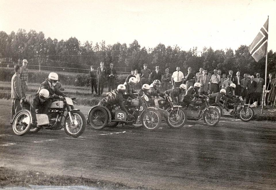 Fra venstre Carl Andersen, Willy Baasch, Bakmann Skovsen, Kurt Larsen og Niels E. Nielsen.