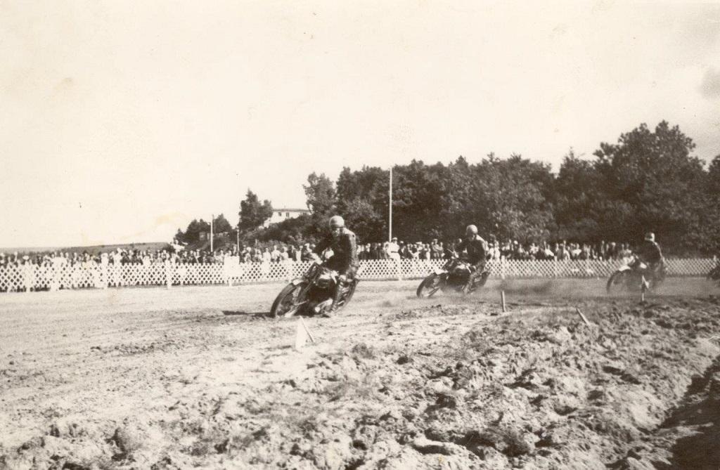 Man brugte ikke nummerskilte på cyklerne i det første løb