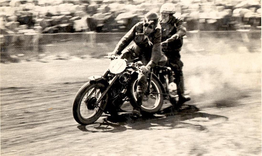 Henry Vorre og Knud Dyrby kolliderer.
