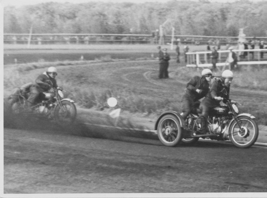 1949 var året, hvor der forførste gang rigtig blev dystet på HRD. Her er Carlo Sejer foran Thorkild Sørensen, Horsens