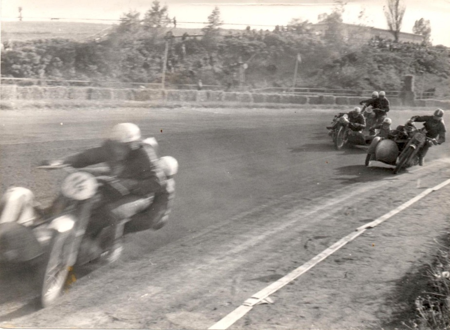 Johs. Hansen i front foran Bakmann, Alex Haucke og Willy Baasch