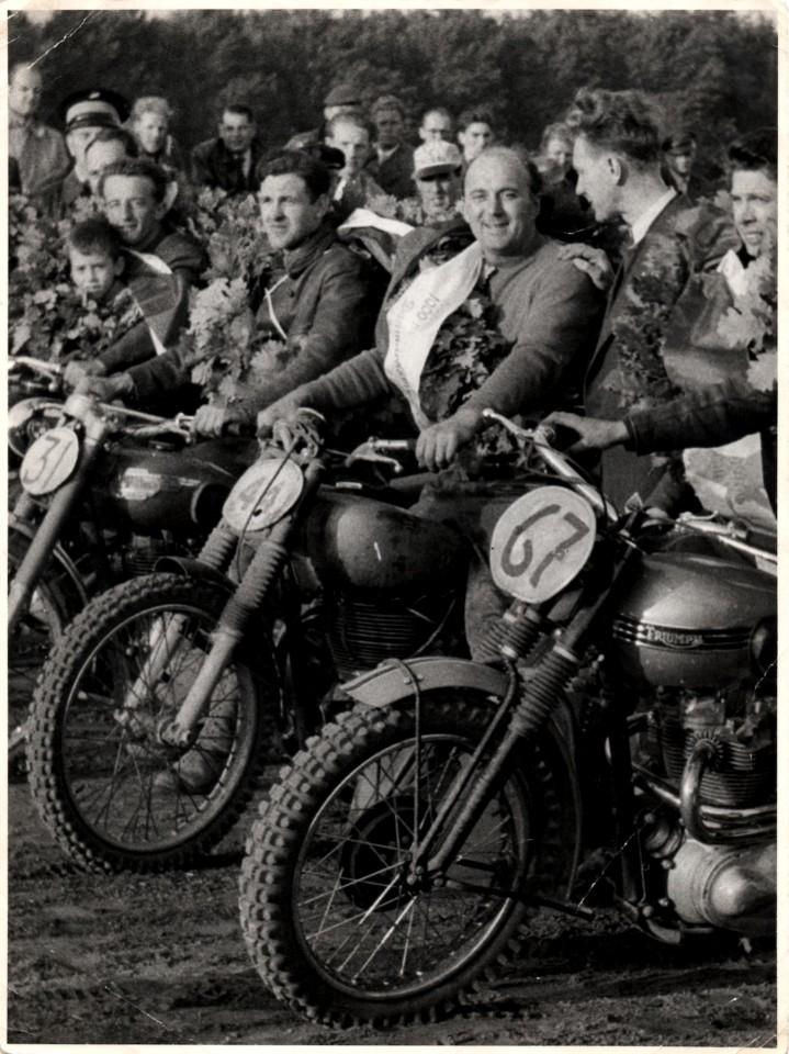 Fra venstre Arne Pander, nr. 31 HarryHansen, Havndal , Knud Nielsen, nr. 67 er Willy Baasch cykel, men Willy selv er ikke med på billedet.