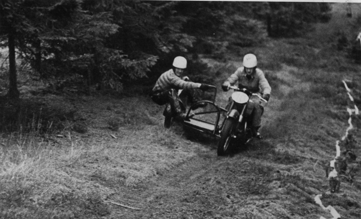 Harry Pedersen/Gunnar Williams på vej i plantagen. Billedet er sikkert fra 1953.