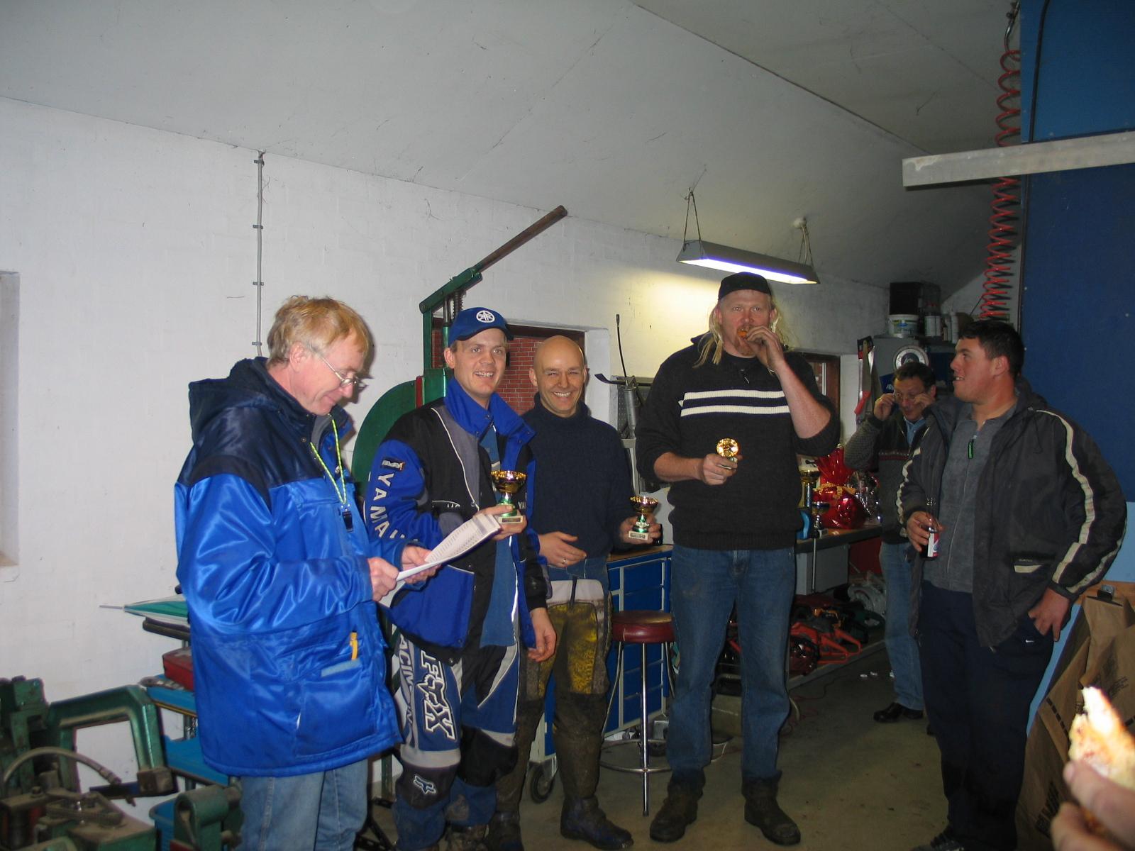 Vinderne i Quad har fået deres præmier. Fra venstre listefører Lars Pedersen, John Bille dagens vinder, Lars Yde, Brian Jensen.