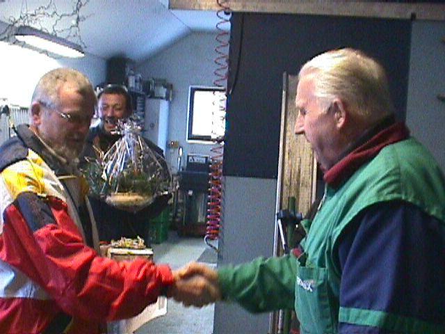 Niels Laustsen takker Carl for lån af terræn og gæstfrihed.