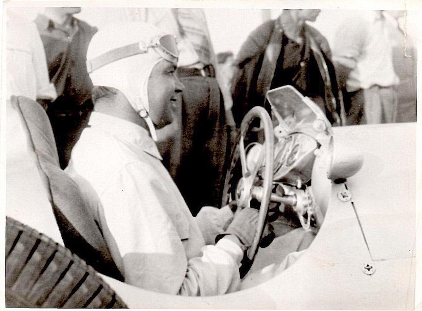 Den populære tysker Rudolf Carraciola gav opvisning med sin Formel 1 Mercedes.