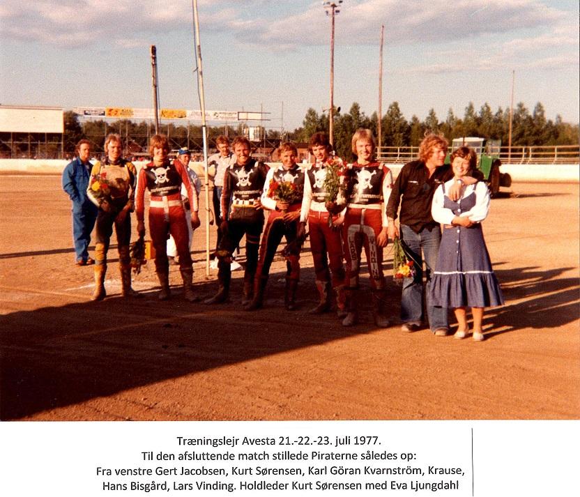 """Der var ikke så mange """"Pirater"""" på turen i 1977, så holdet blev suppleret med """"Skalle"""" som det ses på billedet. Kurt Thomsen er holdleder, men er på billedteksten fejlagtigt kaldt Kurt Sørensen."""