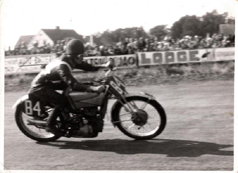 Tyskeren Karl Lottes på en anden fabriks DKW 250cc