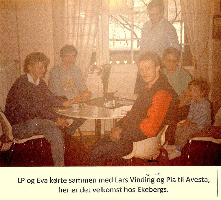 I forgrunden Pia Højland og Lars Vinding. Ved vinduet Bengt Ekeberg.