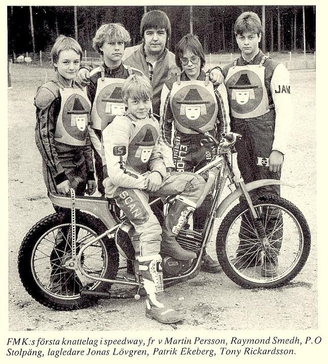 Et sjovt billede, der viser at den senere mangedobbelte verdensmester Tony Richardsson trådte sine barnesko i Avesta. Han kom også til at køre for klubben i sin glansperiode og var med til at køre det svenske mesterskab i Eliteserien hjem til klubben.