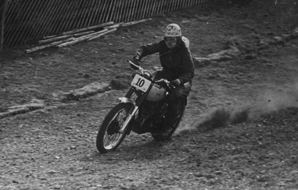 Stadig Volk Mølle St. Bededag 1951. Knud her alene.