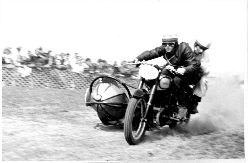 Stadig maj løbet Hem 1947. Kresten og Frede i fin stil.
