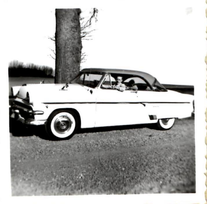 Kresten var glad for biler og samtiden husker ham for denne prægtige Ford Customline, som han kørte midt i halvtredserne.