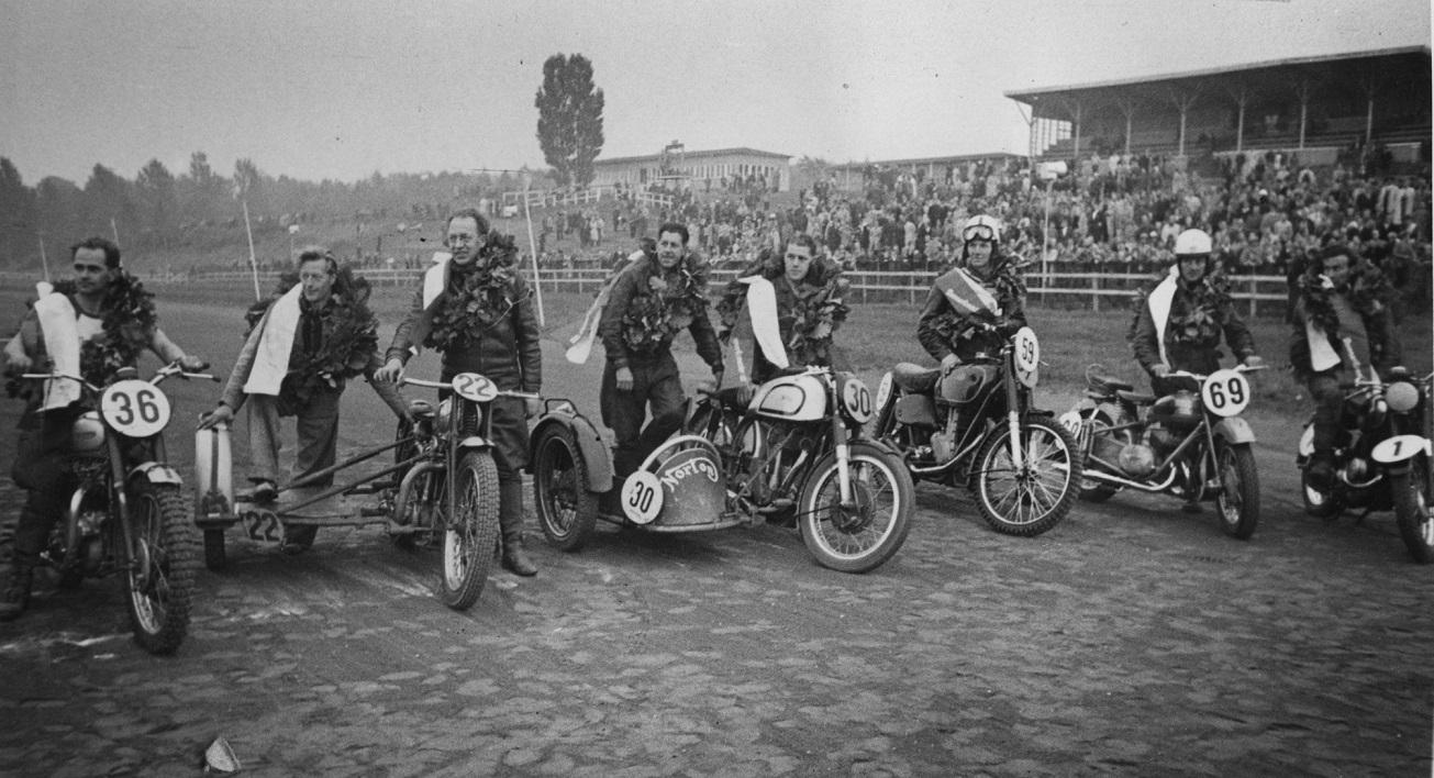 Alle mestrene på JVB 1953. Fra venstre Johs. Mygind, Hans Th. Jacobsen, Kresten, Bækgaard, Gunnar Williams og Kiehn Berthelsen.