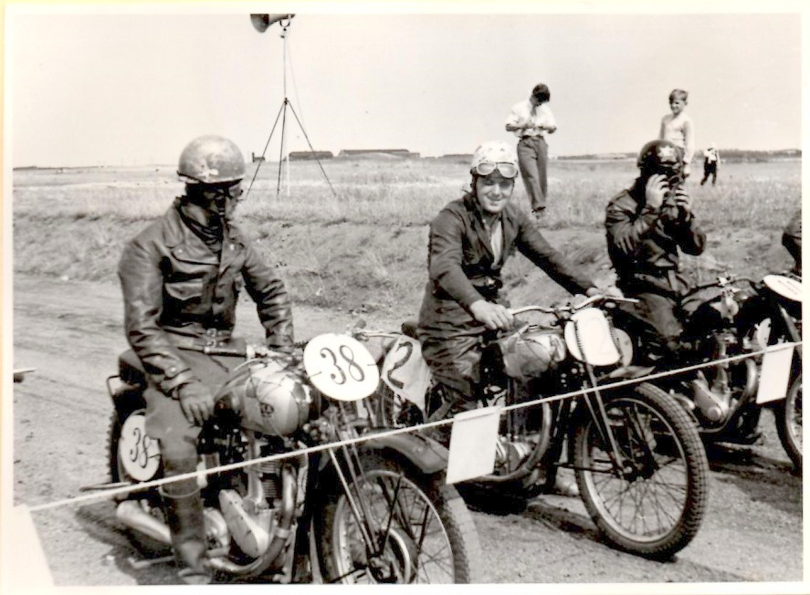 JM 1948 Skive. Knud i midten med nr. 2, Tv Fritz Madsen nr. 38, th Børge Pedersen, Aarhus.