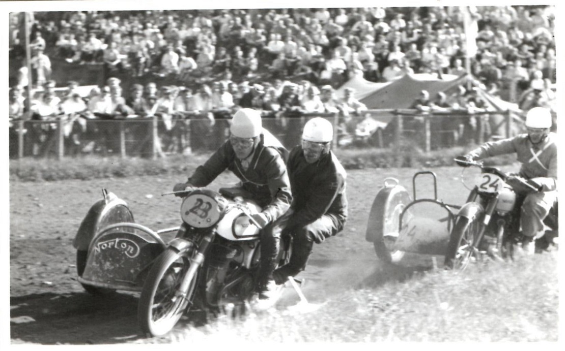 Hem Odde 1954. Kresten foran Harry P.