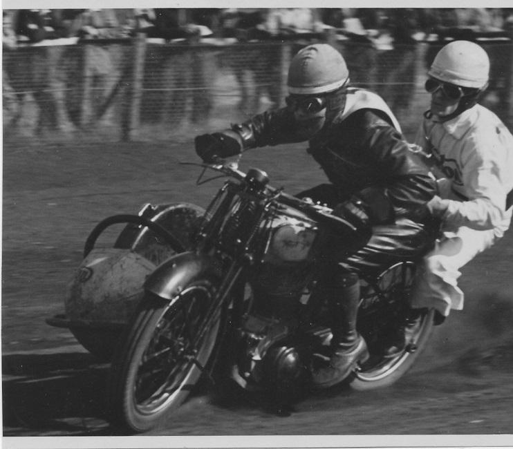 Kresten og Frede Jacobsen blev Jydske Mestre på Hem Odde i juli 1949. Dette bilede stammer sandsynligvis herfra.