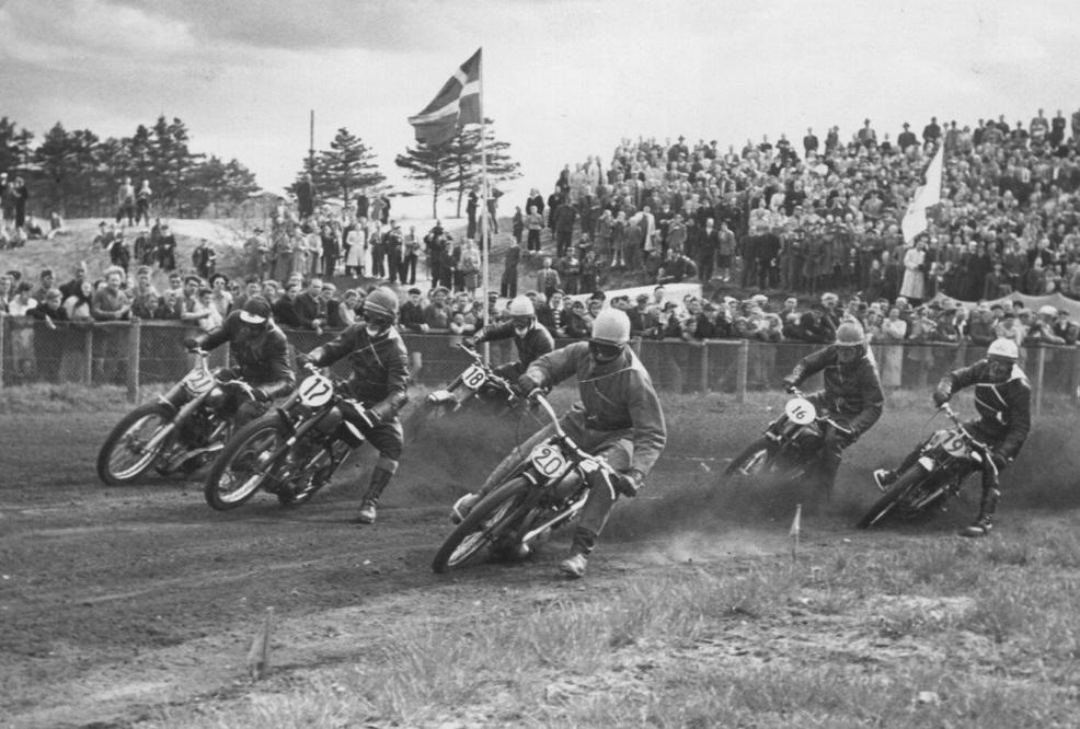 Hem Odde 14. maj 1951. Forrest Ernst Østerlund med nr. 20, Børge Mørck nr. 17, Henry Vorre nr. 21, Ejvind Hansen nr. 18, Knud nr. 16 og Robert Rasmussen nr. 19.