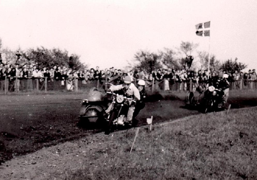 Hem Odde 1953. Kresten forsøgte sig med en NSU Konsul og ses her med nr. 17. Nr. 25 er formentlig Henrik Pedersen, Holstebro.