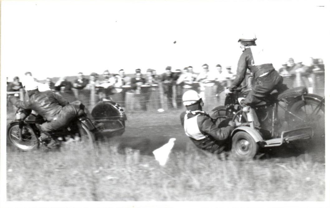 Stadig Hem 1954. Hollænderen Coe Boef med venstregående sidevogn forfølger Kresten.