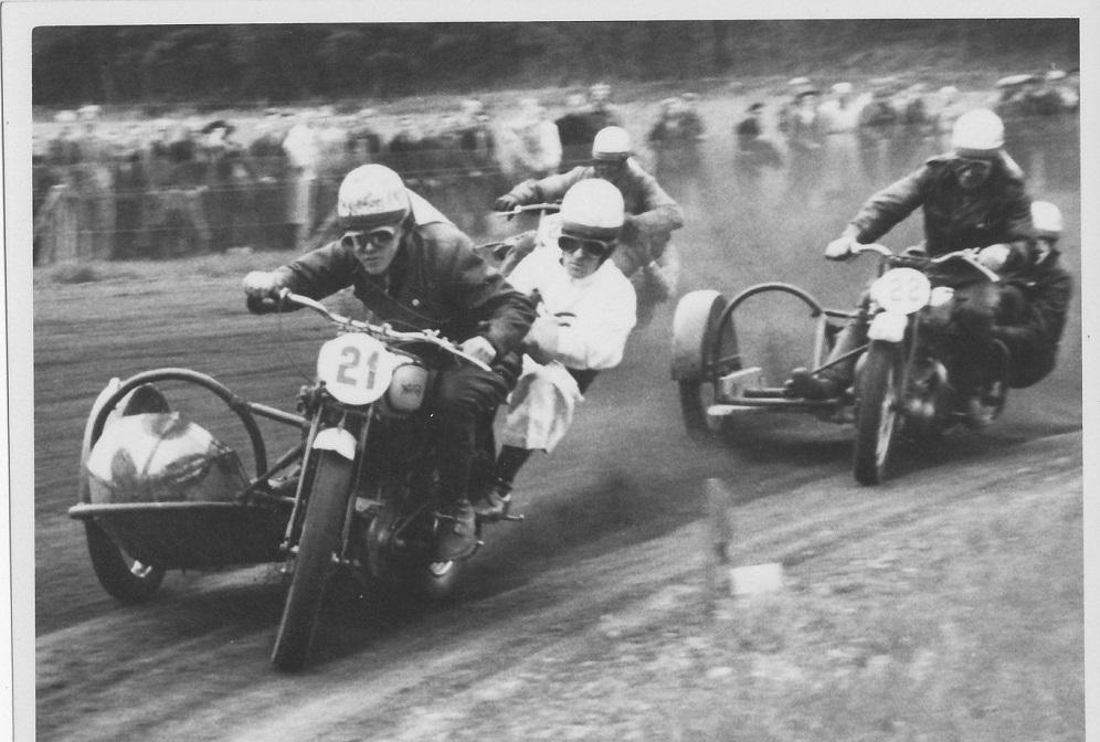 Løvel maj 1948. Kresten med nr. 21 foran Carlo Sejer nr. 22 og næsten skjult Josef Koch.