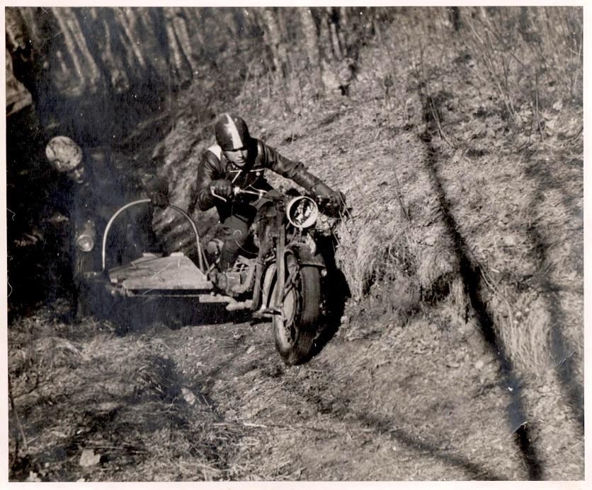 Hvidsten trial 1946. Kresten med Harry Pedersen i sidevognen kører Zündapp og bliver nr. 3.