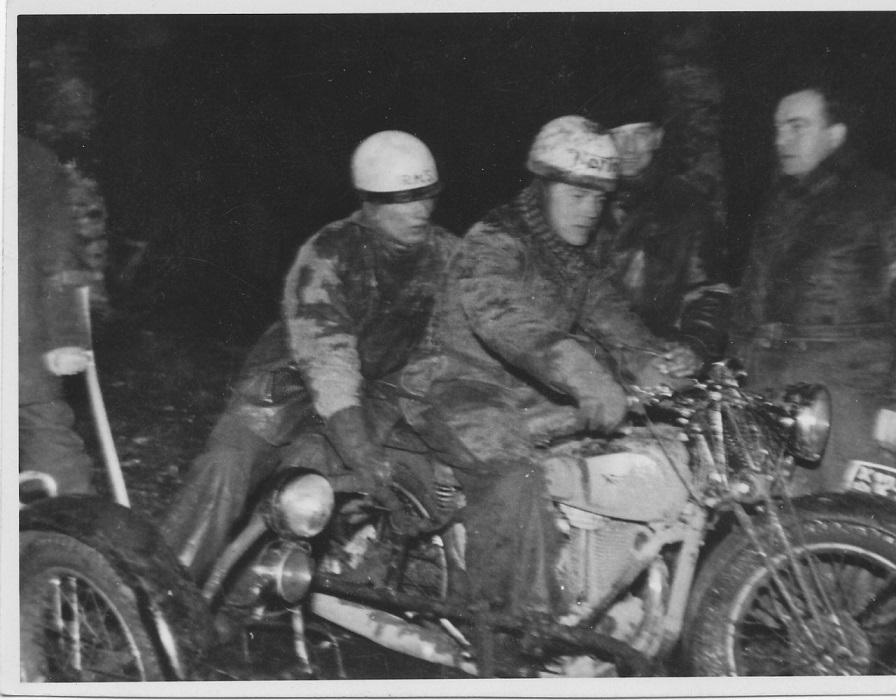 I slutningen af 1946 kørtes et nat- og dag trial ved Havndal under utroligt mudrede forhold efter flere dages regn. Kresten var rigtig godt kørende og vandt sidevognsklassen.