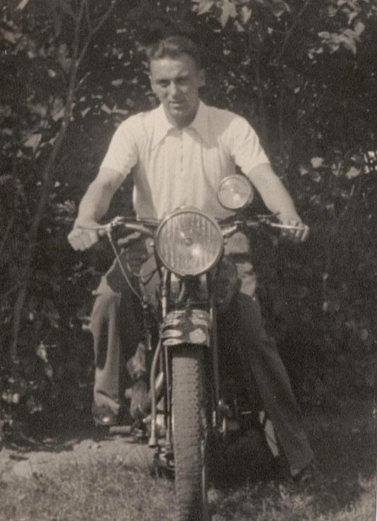Knud på sin BSA Empire Star i 1939