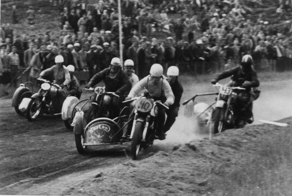 Stadig Løvel juni 54. Fra venstre Harry P., Henrik Pedersen, Kresten og Bakmand.