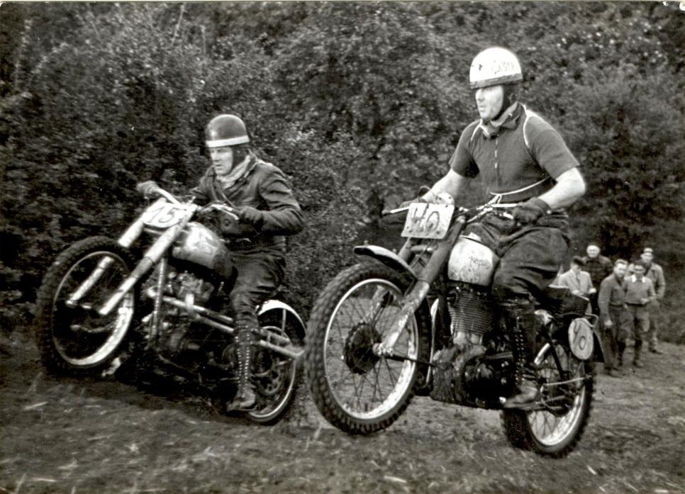 Aarhus Motor Klubs første moto-cross på Ny Mølle 7. okt. 1951. Knud th. med nr. 40. Tv. Poul Kalør.