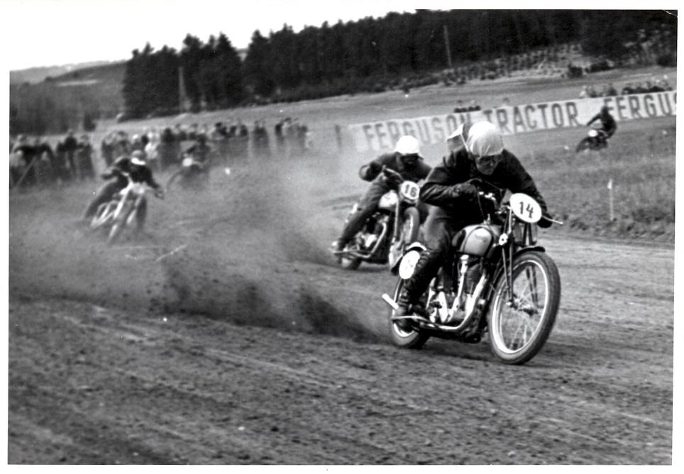 Løvel 6. maj 1951. Knud foran Ernst Østerlund og Henry Vorre.