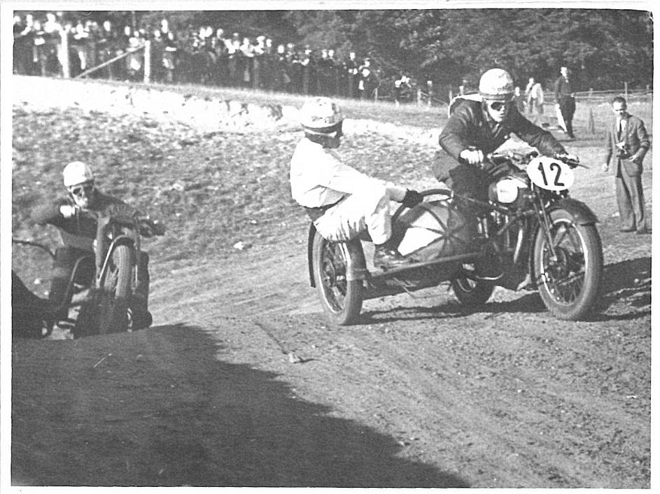 Langesø sept. 1947. Kresten forrest på den bane, han en gang udtalte til Motorbogen var hans favoritbane.