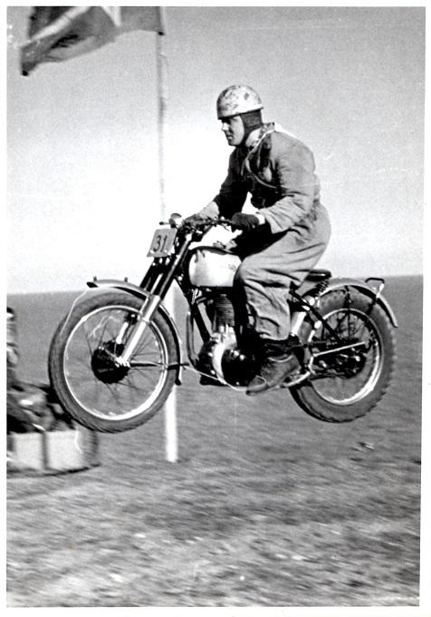 Knud på Norton i bakkeløb ved Moesgaard Strand april 1951