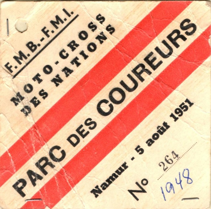 Kresten var med som hjælper ved Moto-cross des Nations i Namur, Belgien i 1951. Her ses hans adgangstegn til ryttergården.