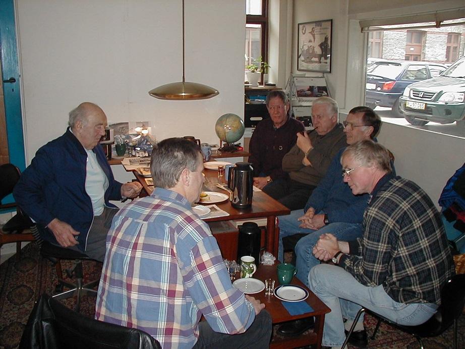 Fra venstre Knud, John Williams med ryggen til, Preben Bollerup, Carl Andersen, Leif Pedersen og Lars Pedersen.